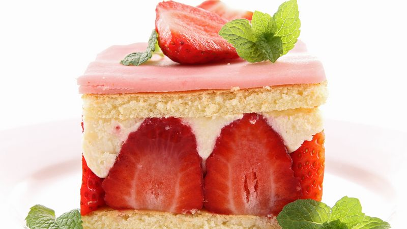 "Berry cake ""Strawberries and cream"""